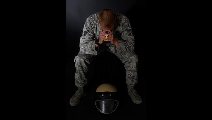 EOD Airman receives Purple Heart